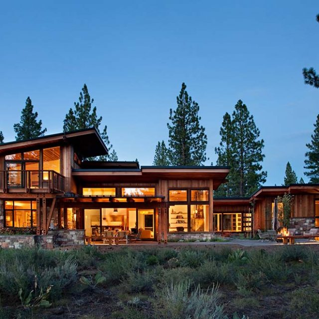 Luxurious 5,000 sq ft Timber Mountain Lodge w/ Backyard Fire Pit (8 HQ Pictures)