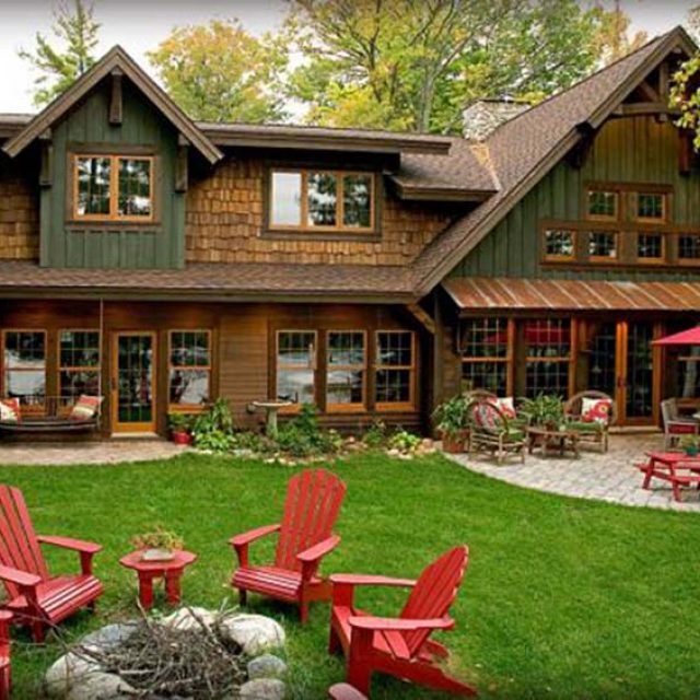 Beautiful Timber Lake House  (12 HQ Pictures)