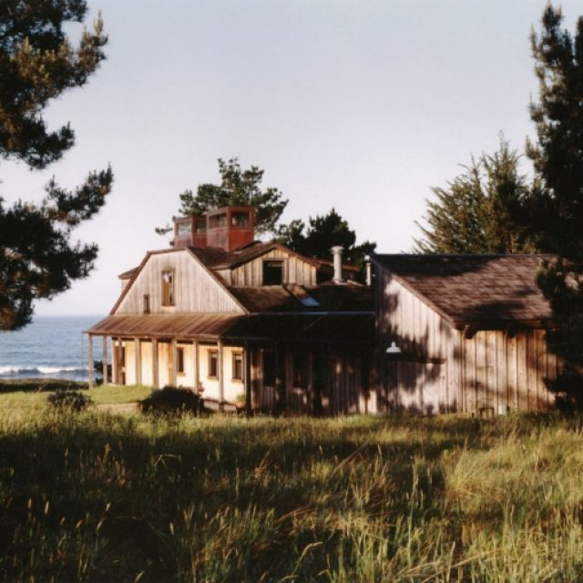 Wooden heaven on the sea shore (4 HQ pictures)