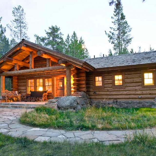Stunning Log House w/ Stone Fireplace (12 HQ Pictures)